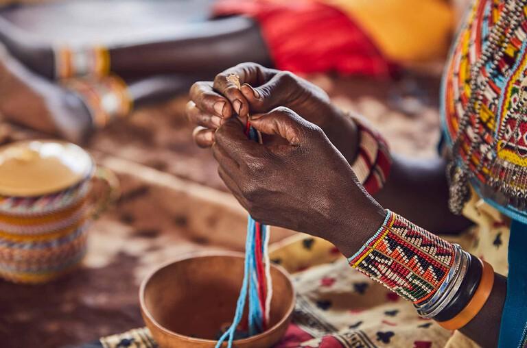 工艺流程中的珠饰品