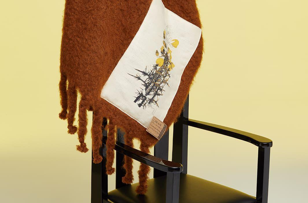 Mackintosh Scarves & Blankets