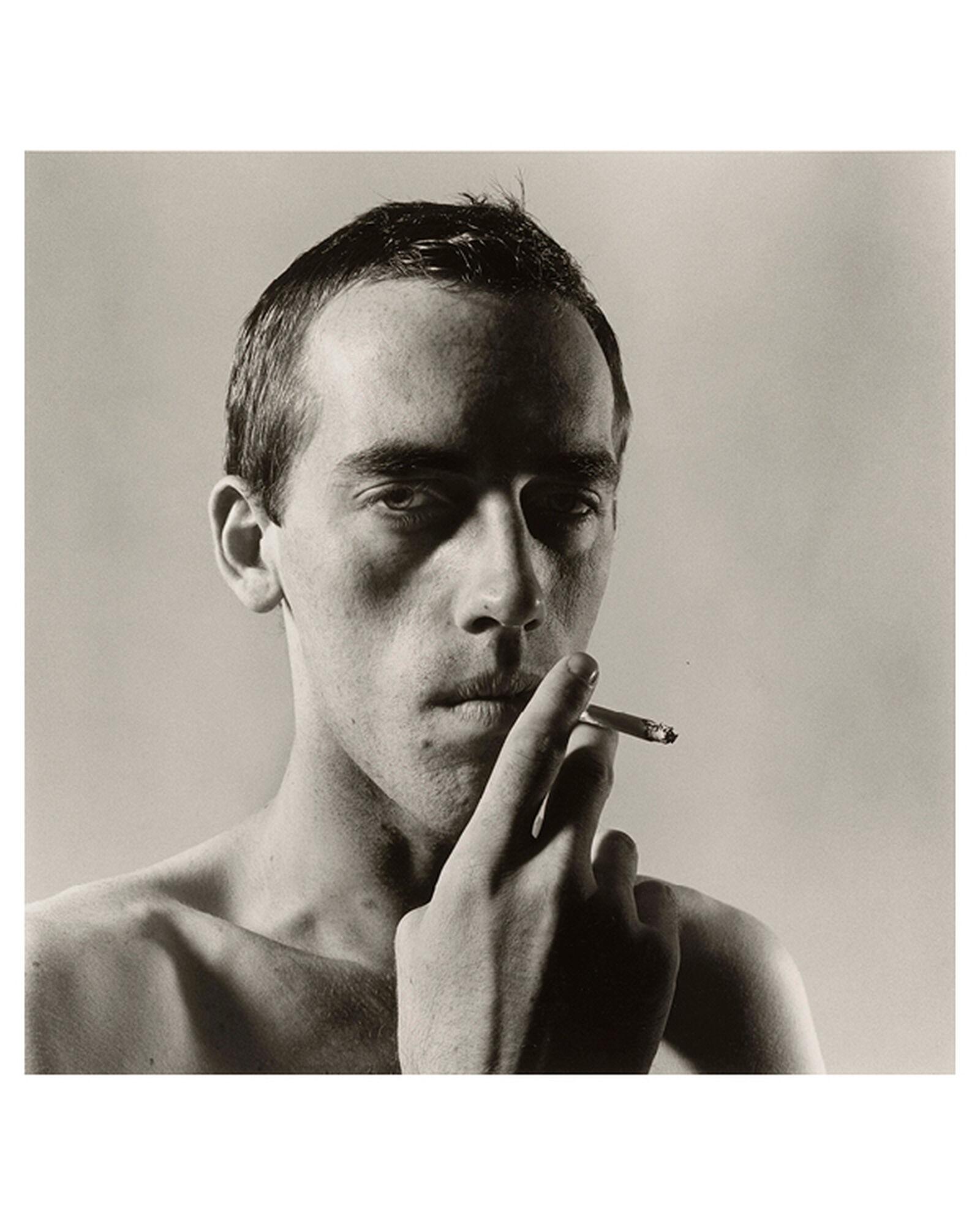 """""""David Wojnarowicz Smoking"""" por Peter Hujar"""
