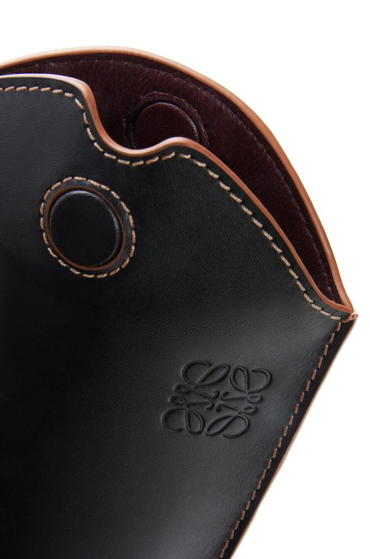 LOEWE Gate Pocket en piel de ternera suave Negro/Bronceado pdp_rd