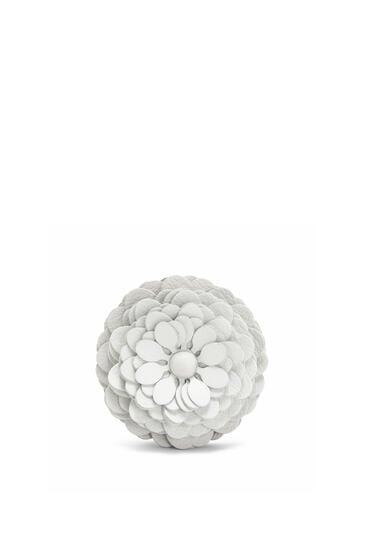 LOEWE Stud Flower charm in calfskin Soft White pdp_rd