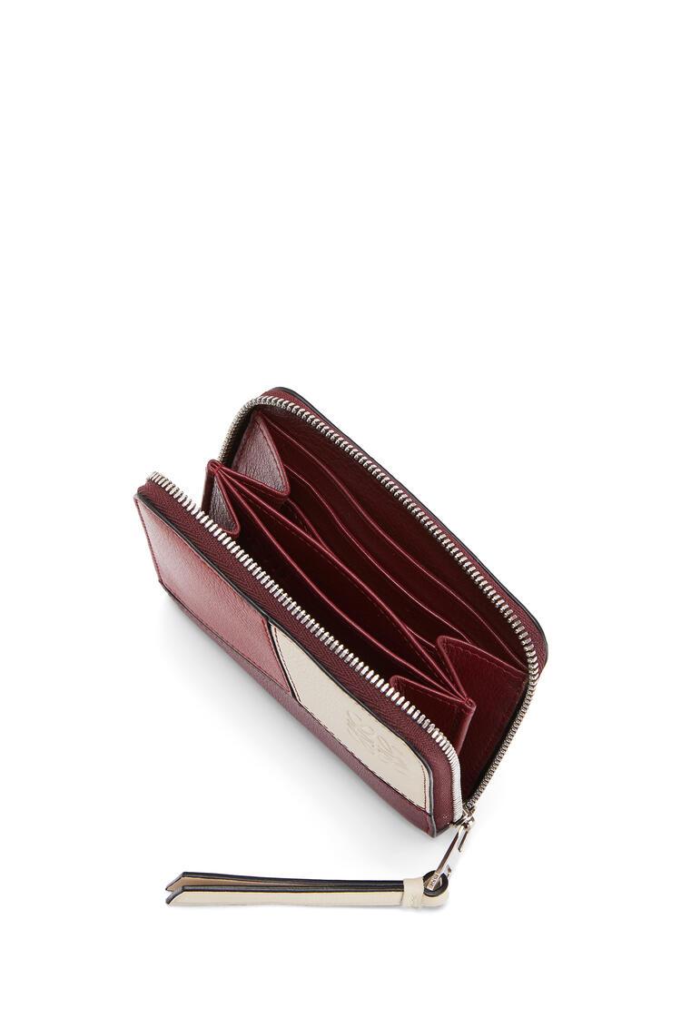 LOEWE Cartera 6 card Puzzle zip en piel de ternera clásica Vino/Granate pdp_rd