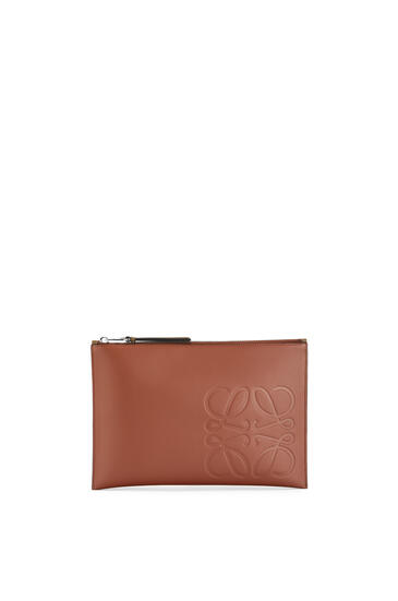 LOEWE Flat pouch in smooth calfskin 菸草色 pdp_rd