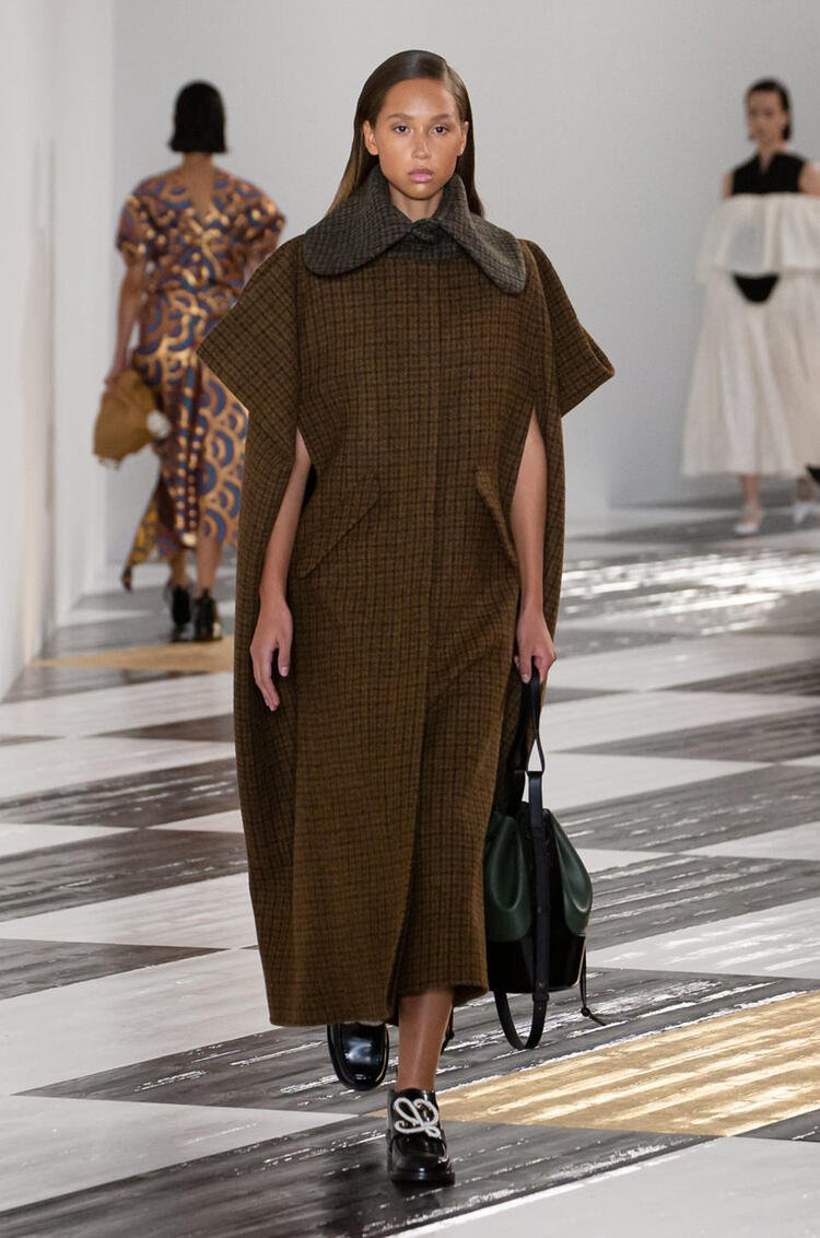 LOEWE Houndstooth cape coat in wool and viscose Brown/Green pdp_rd
