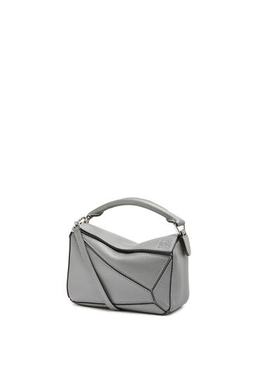 LOEWE Mini Puzzle bag in pearlized calfskin 鐵灰 pdp_rd