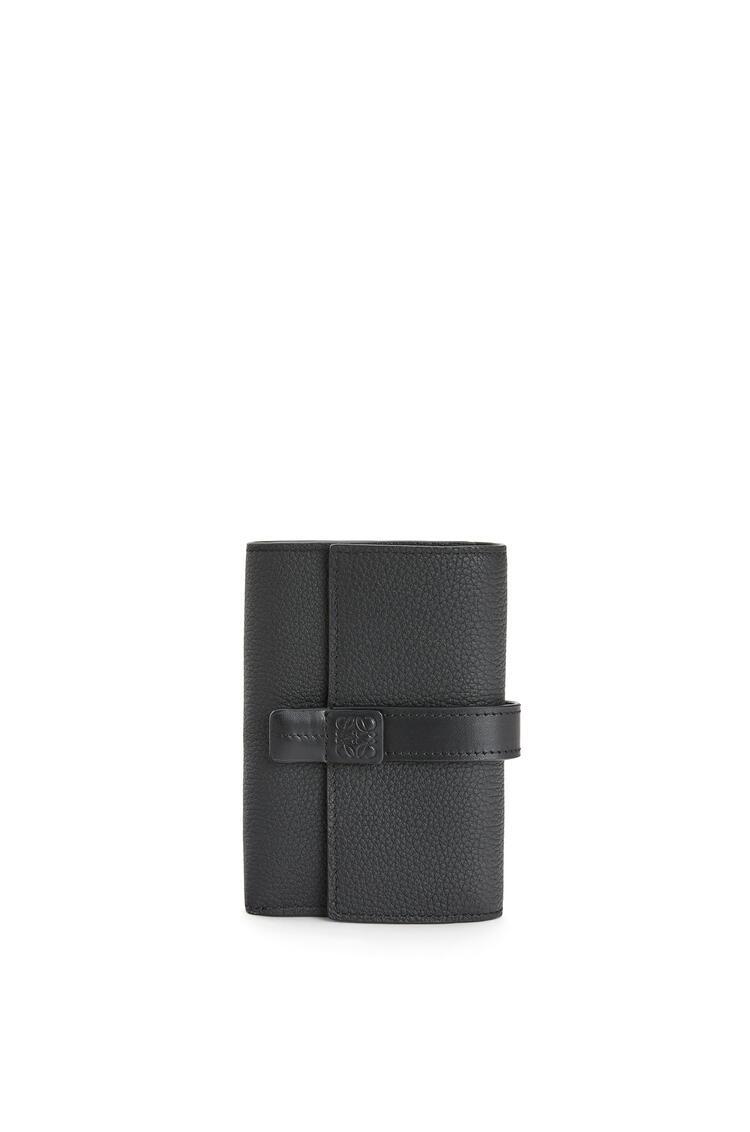 LOEWE Cartera vertical pequeña en piel de ternera con grano suave Negro pdp_rd