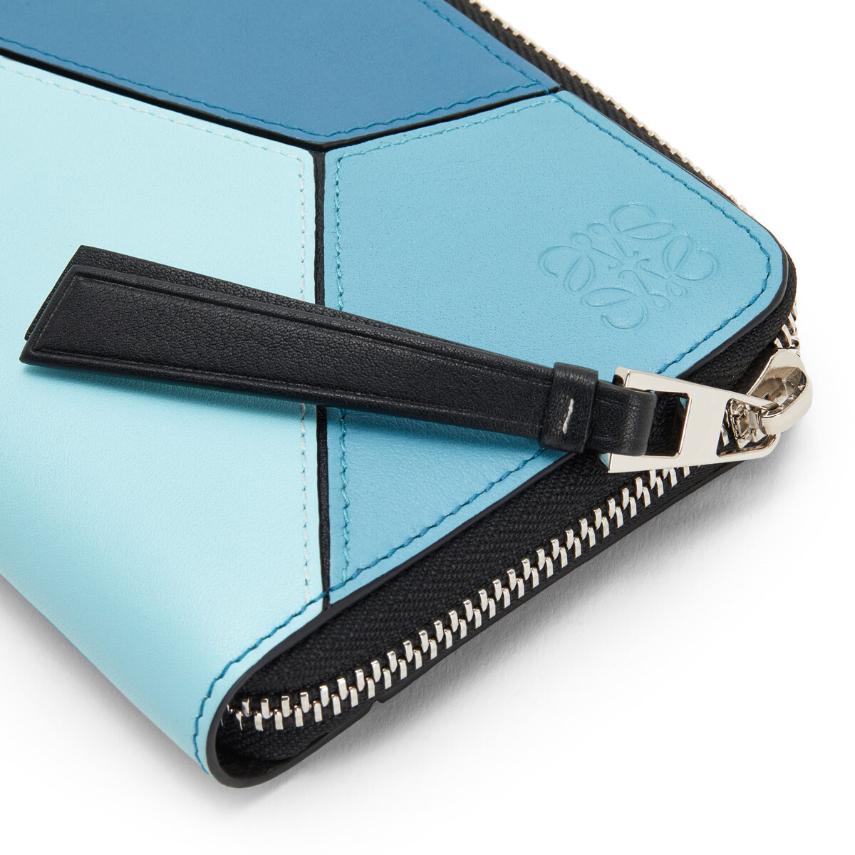 LOEWE Puzzle Zip Around Wallet Blue Multitone front