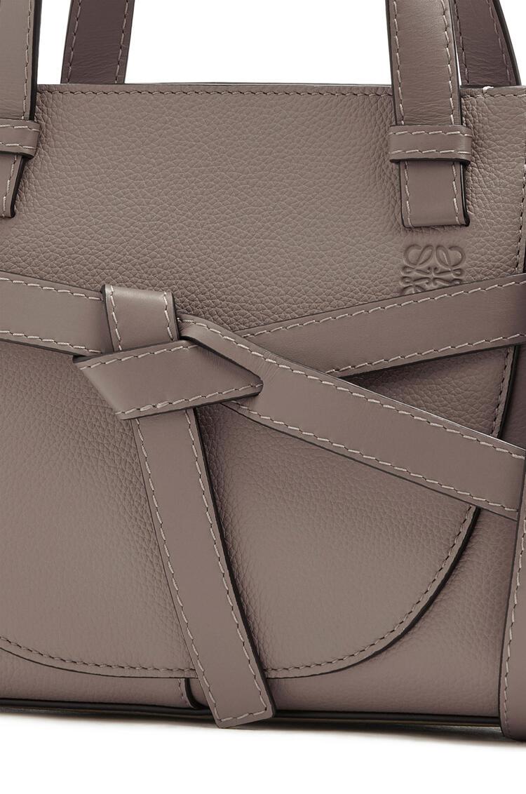 LOEWE ゲート トップ ハンドル バッグ ミニ(ソフト グレイン カーフスキン) ダークトープ pdp_rd