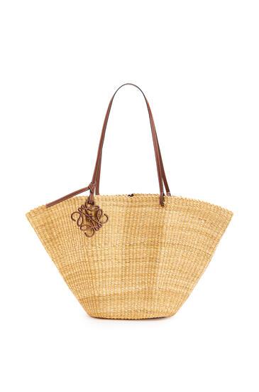 LOEWE Bolso Shell Basket en hierba de elefante y piel de ternera Natural/Color Pecana pdp_rd