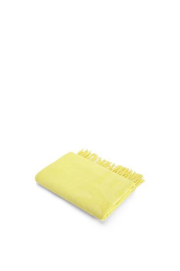 LOEWE 170cm x 105cm LOEWE towel with tassels in cotton Yellow Fluo pdp_rd