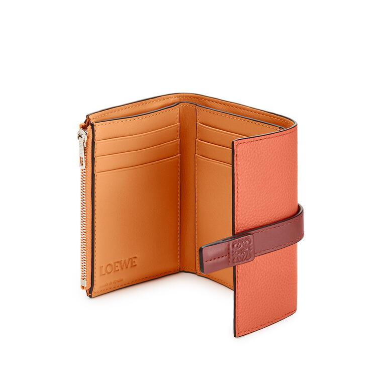 LOEWE 小号柔软粒面牛皮革垂直钱包 Coral/Soft Apricot pdp_rd