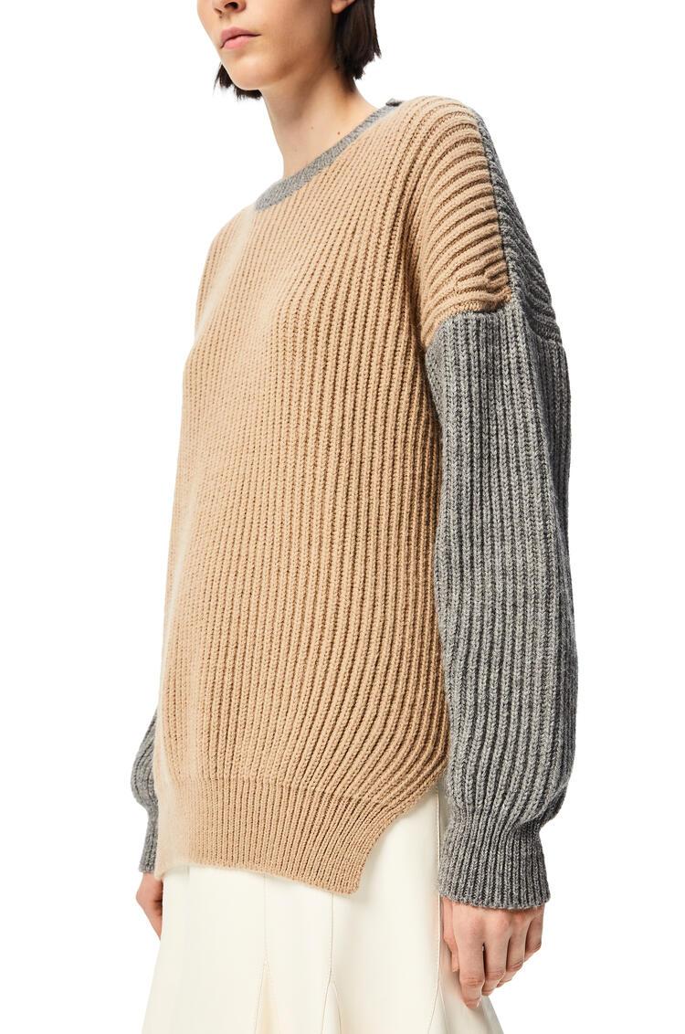 LOEWE Jersey oversize acanalado en hilo acrílico y alpaca Beige/Gris pdp_rd