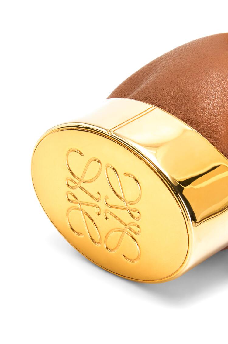 LOEWE Collar bolso Balloon en piel de ternera y latón Bronceado/Oro pdp_rd