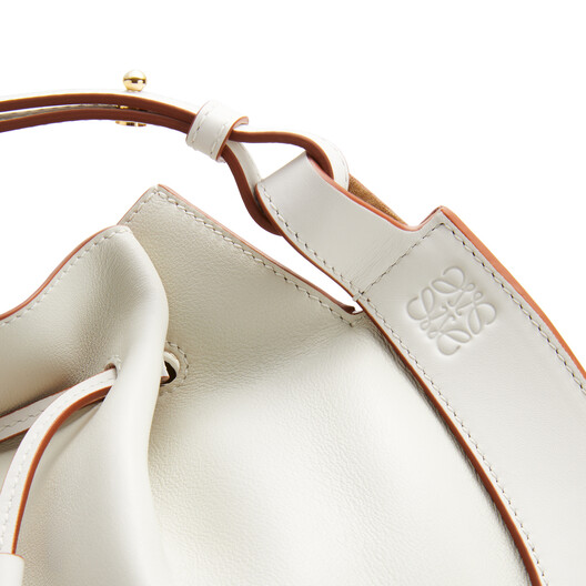 LOEWE Horseshoe Bag 绵白色 front