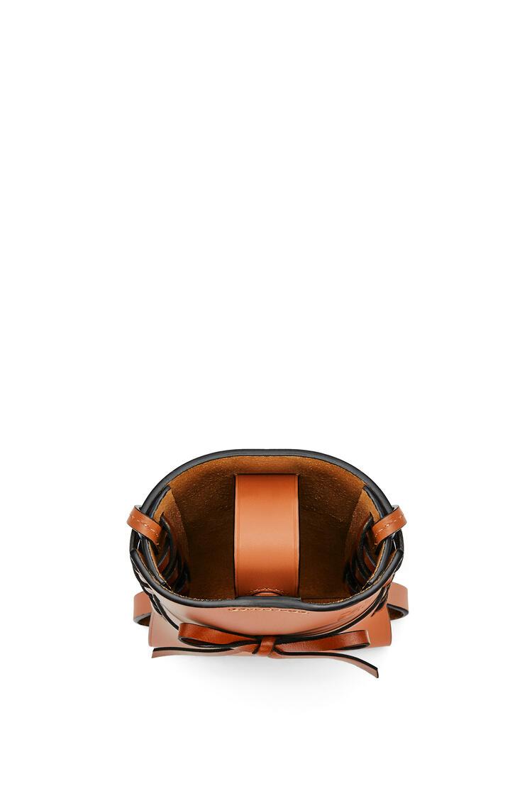 LOEWE 牛皮革 Ikebana 手机袋 棕色 pdp_rd