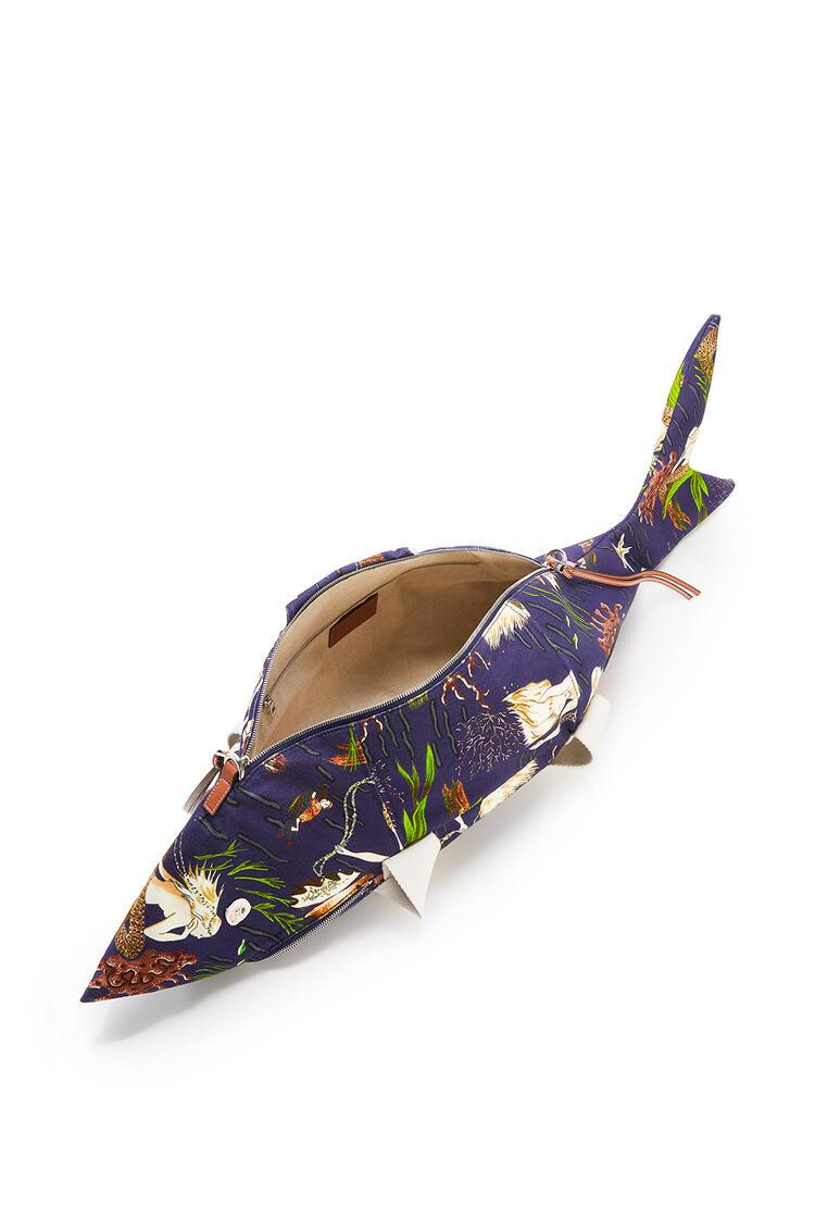 LOEWE Shark bag in printed canvas and calfskin 海水 pdp_rd