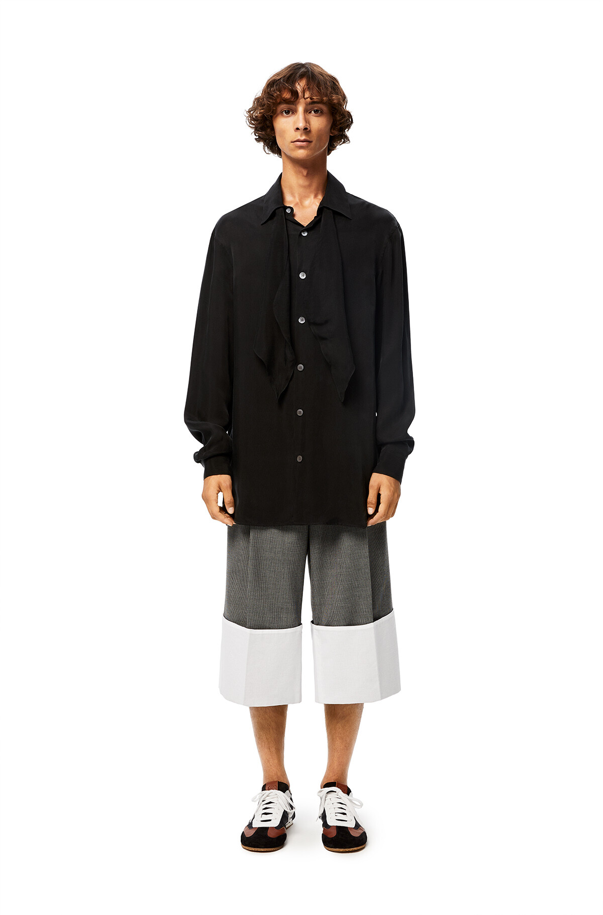 LOEWE Turn Up Pleated Short Trousers Black/Grey/White front