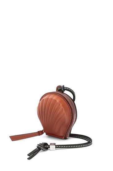 LOEWE Mini seashell pouch in classic calfskin Tan pdp_rd