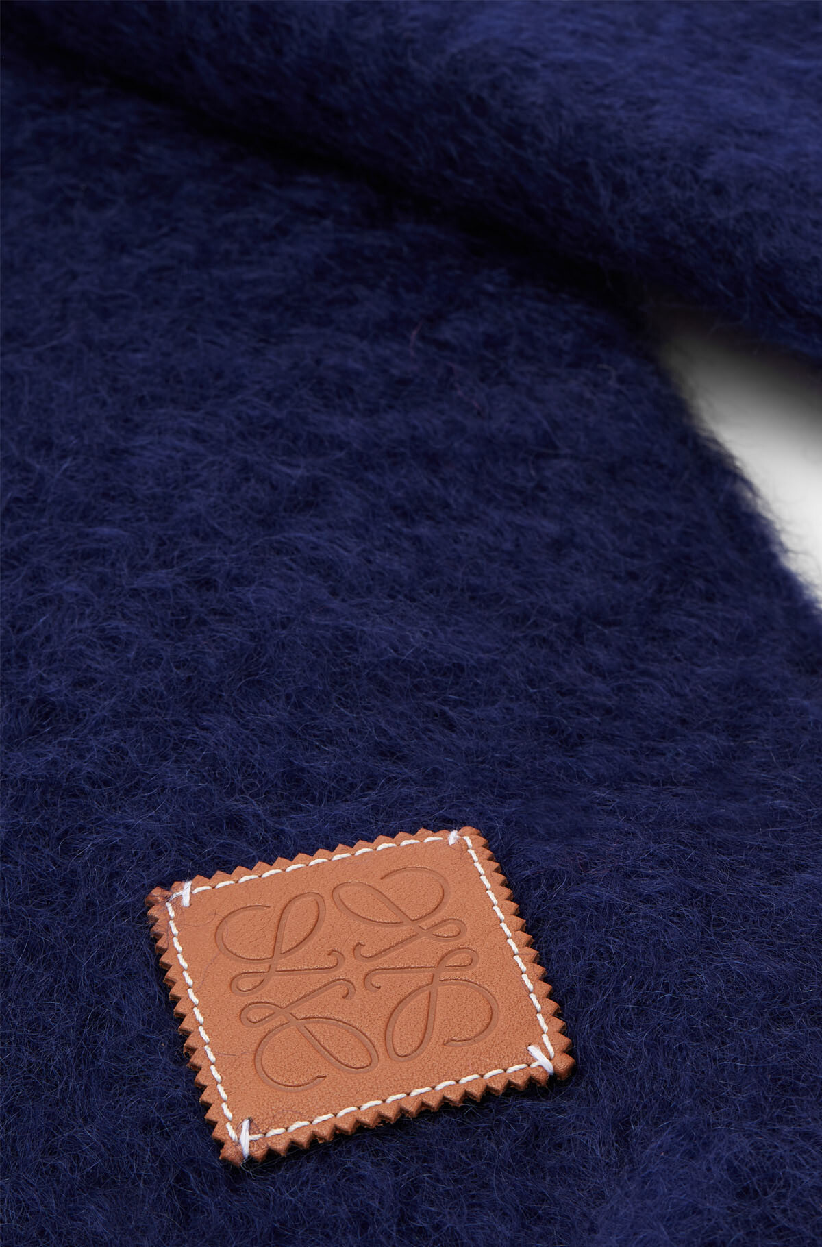 LOEWE 45X230 スカーフプレーン ネイビーブルー front