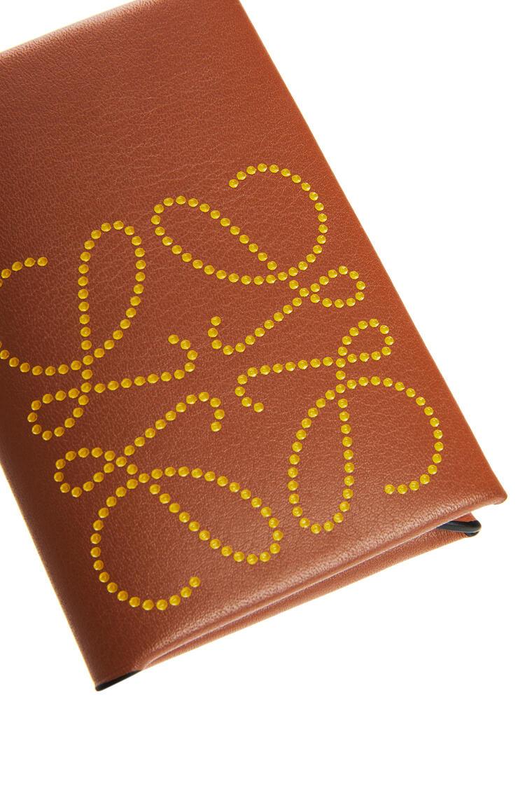 LOEWE 牛皮革品牌双折卡包 Tan/Ochre pdp_rd