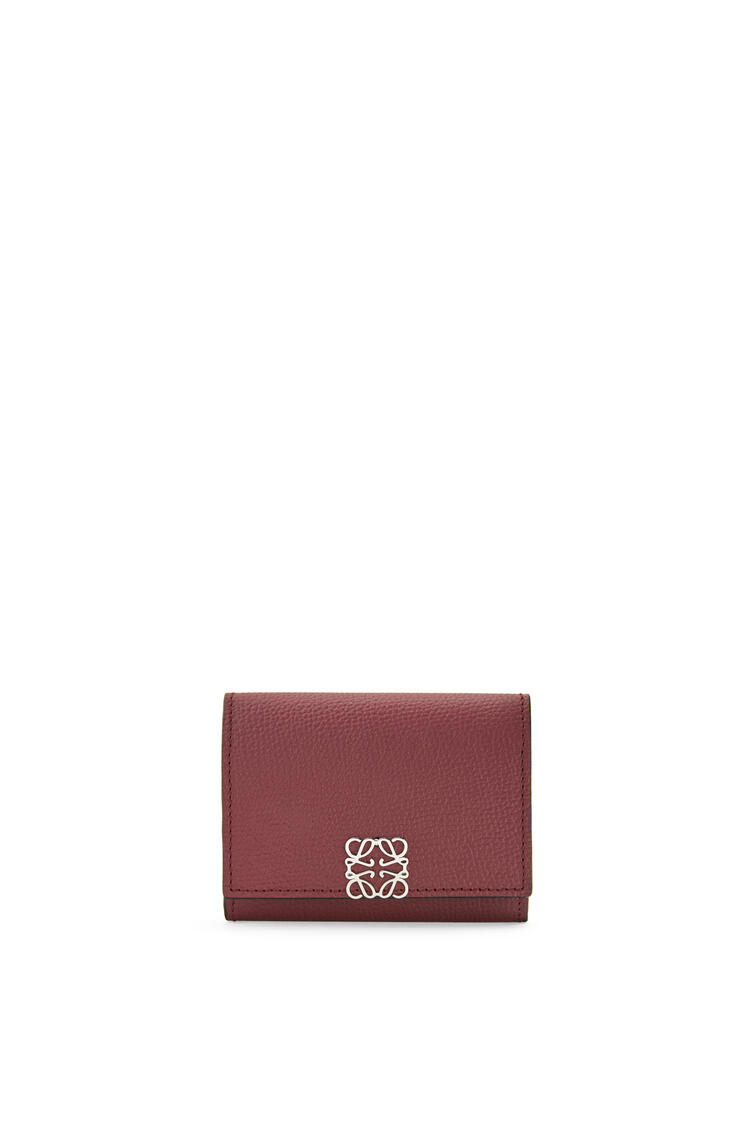 LOEWE Anagram square coin cardholder in pebble grain calfskin Berry pdp_rd