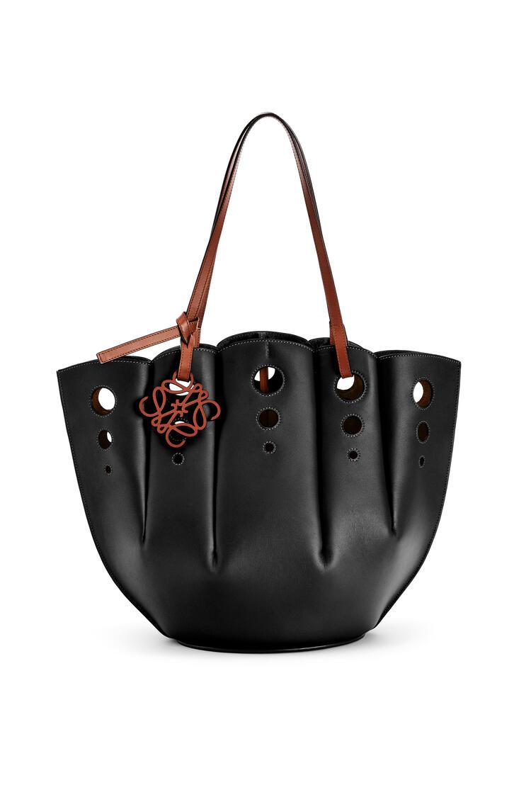 LOEWE Shell Tote bag in classic calfskin Black pdp_rd
