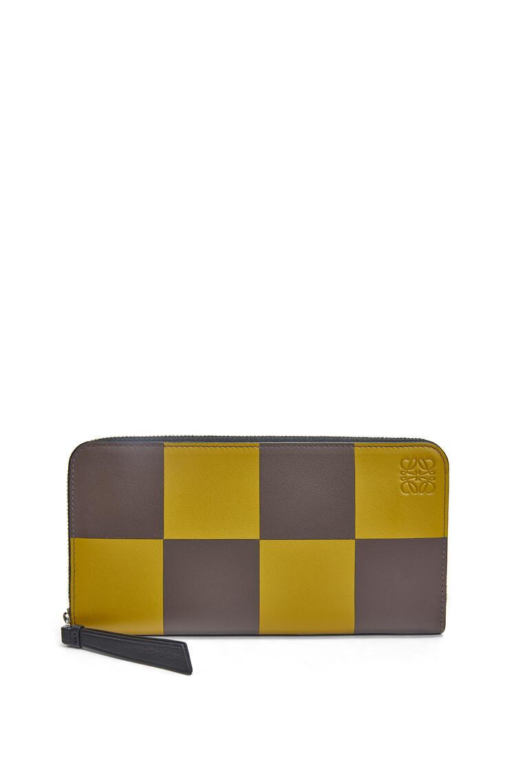LOEWE Bicolor Zip Around Wallet In Classic Calfskin Ochre/Taupe pdp_rd