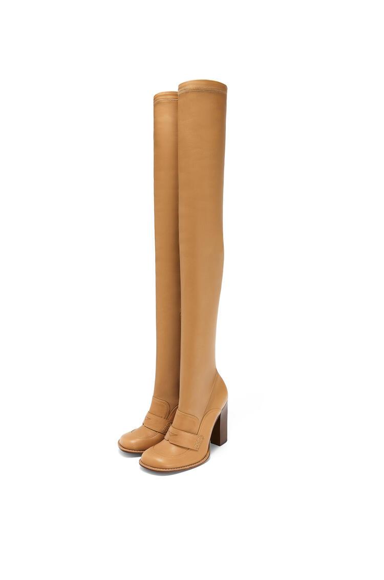 LOEWE Bota alta tipo mocasín en piel de cordero Beige Desierto pdp_rd