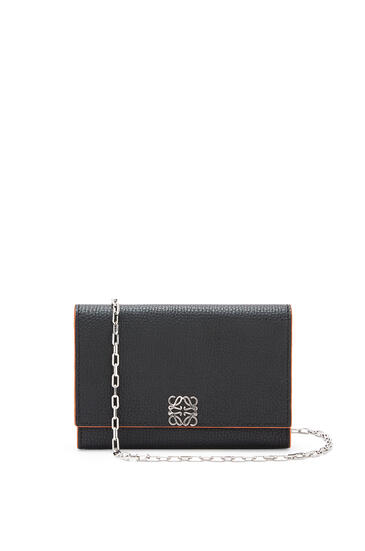LOEWE Anagram wallet on chain in pebble grain calfskin Black pdp_rd
