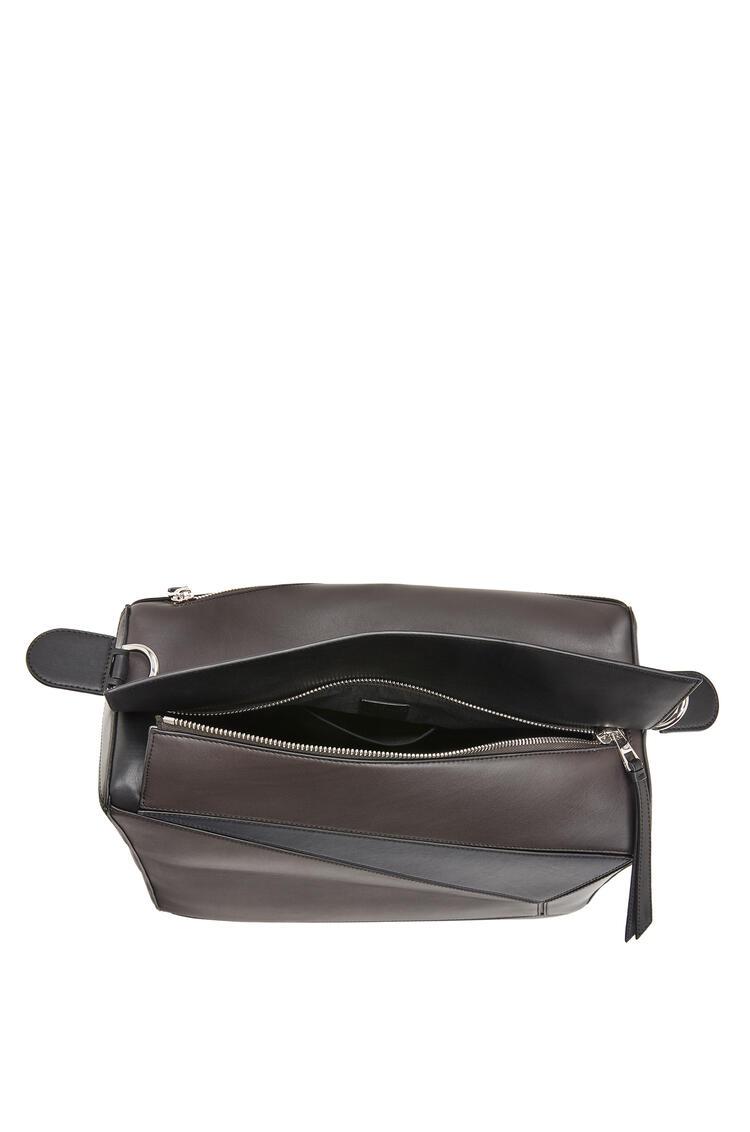 LOEWE Xl Puzzle Bag In Natural Calfskin Carbon/Deep Blue pdp_rd
