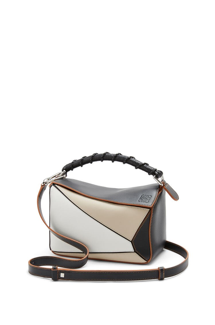 LOEWE Small Puzzle Craft bag in classic calfskin Light Oat/Black pdp_rd