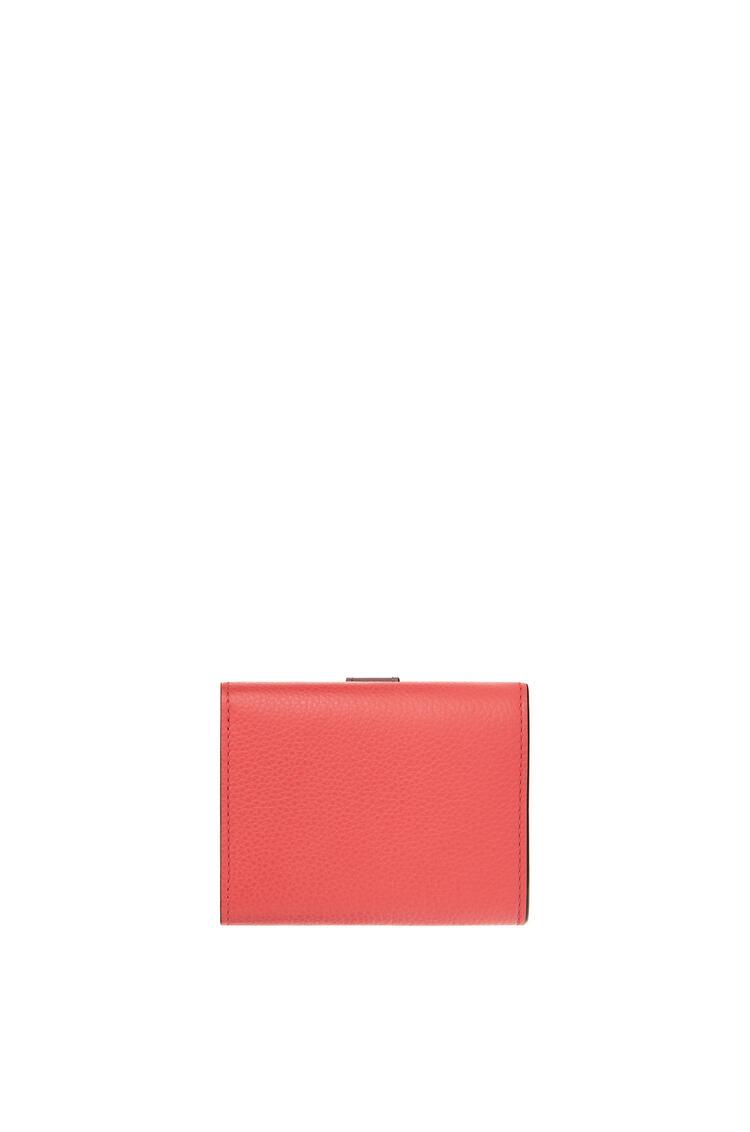 LOEWE トライフォールド ウォレット (ソフトグレインカーフ) Poppy Pink pdp_rd