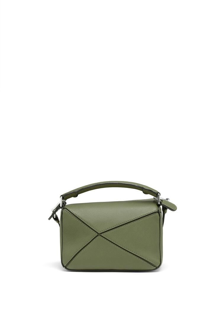 LOEWE Minibolso Puzzle en piel de ternera clásica Verde Aguacate pdp_rd