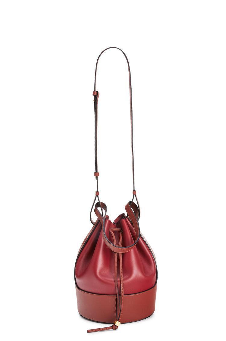 LOEWE Bolso Balloon en piel de ternera napa Rojo Profundo/Oxido Oscuro pdp_rd