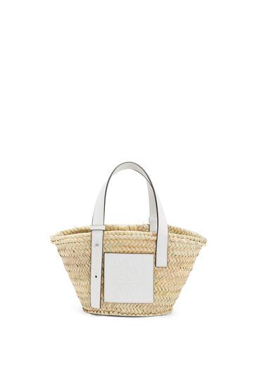 LOEWE Bolso tipo cesta pequeño en hoja de palma y piel de ternera Natural/Blanco pdp_rd