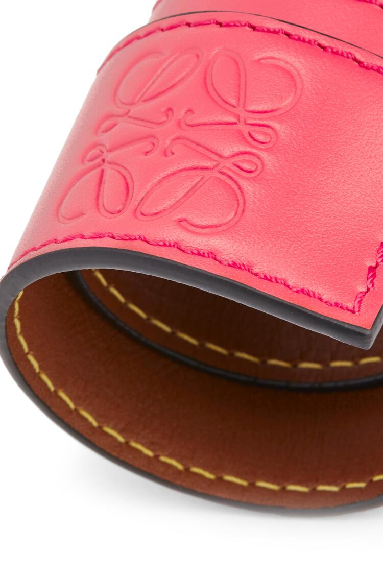 LOEWE Small slap bracelet in calfskin Poppy Pink pdp_rd