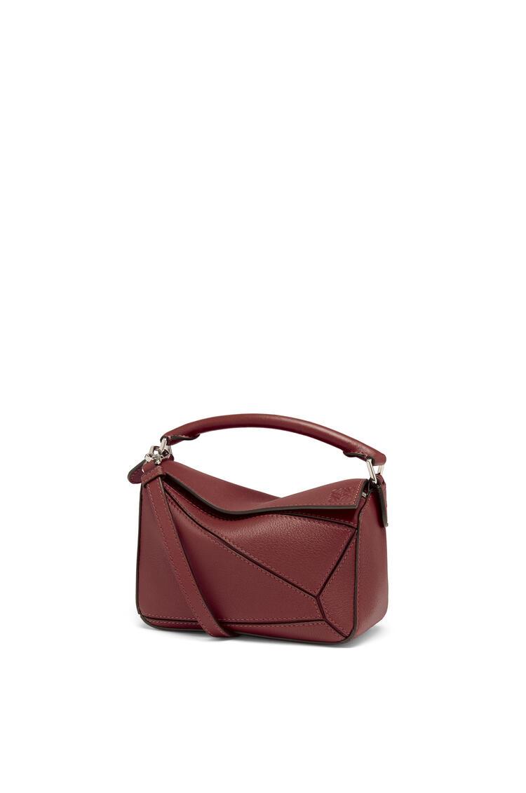 LOEWE Mini Puzzle bag in classic calfskin Berry pdp_rd