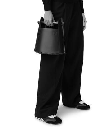 LOEWE Bamboo Bucket Bag 黑色 front