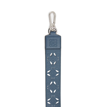 LOEWE Bandolera Perforada Azul Acero front