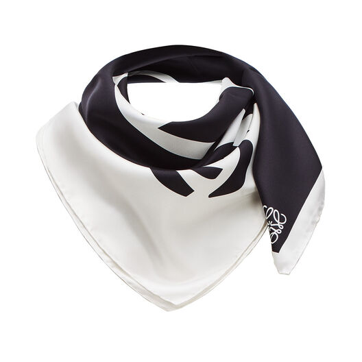 LOEWE 90X90 Scarf Roses Blanco/Negro front