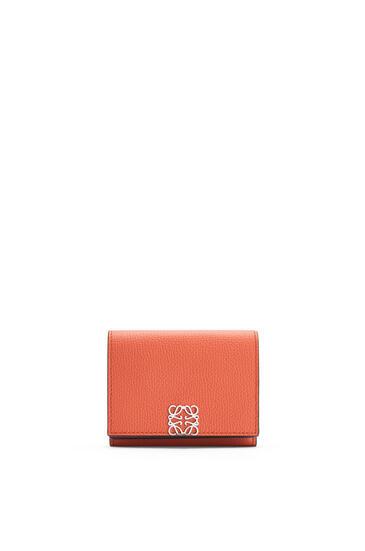 LOEWE Anagram trifold 6 cc wallet in pebble grain calfskin Pumpkin pdp_rd