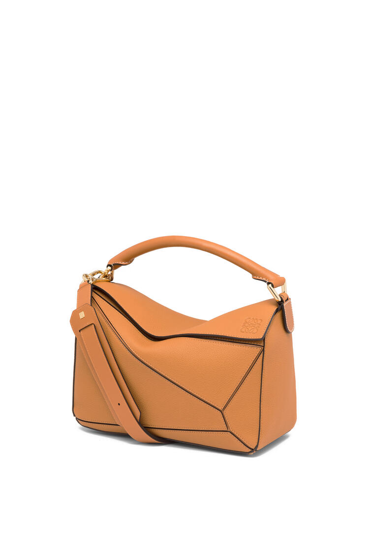 LOEWE Puzzle bag in soft grained calfskin Light Caramel pdp_rd