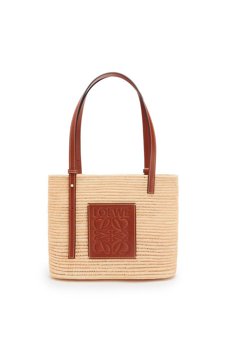 LOEWE Small Square Basket bag in raffia and calfskin Natural/Pecan pdp_rd