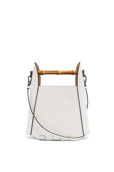 LOEWE Bolso Bamboo Bucket en piel de ternera Blanco Suave pdp_rd