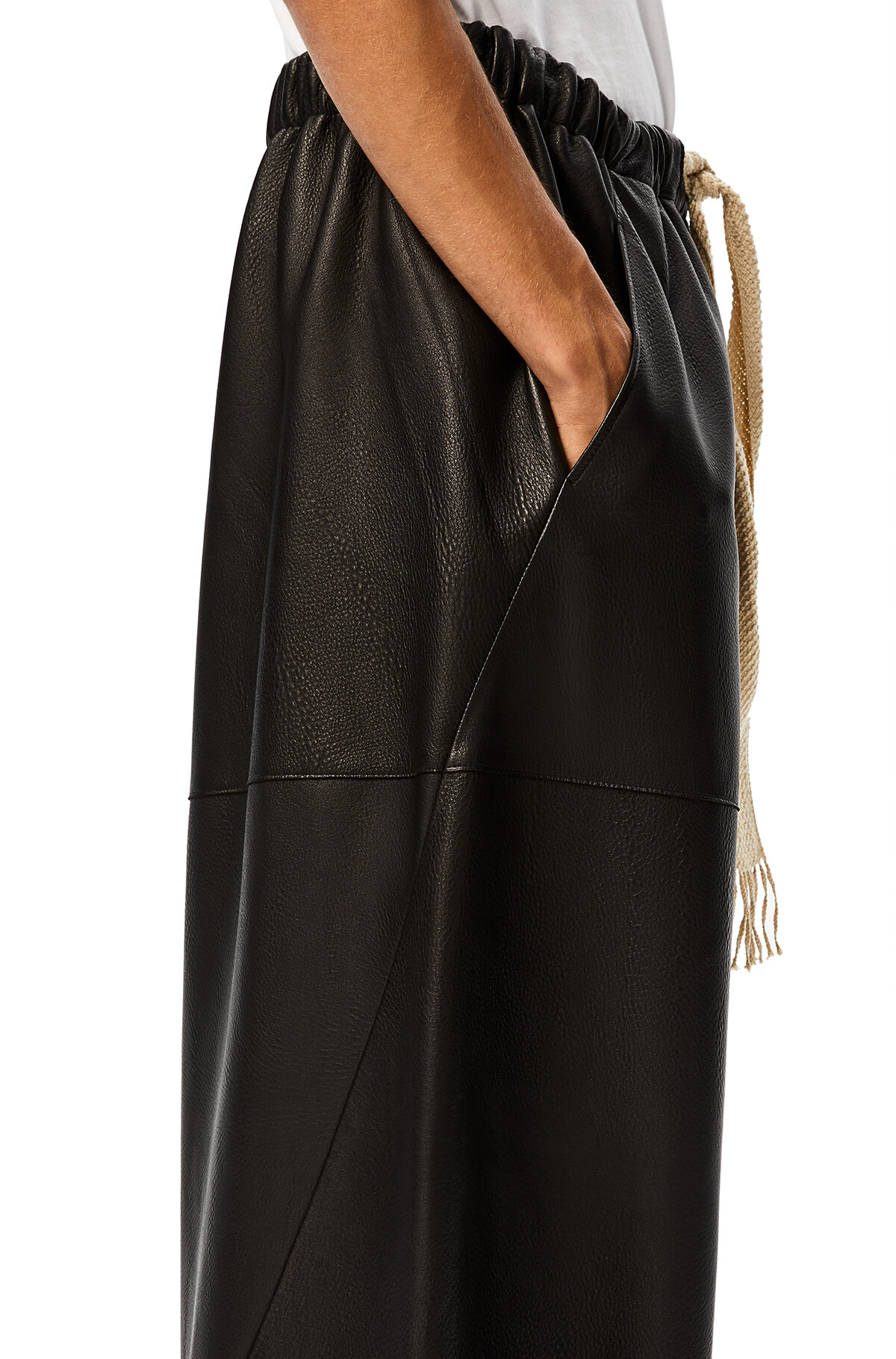 LOEWE Shorts ブラック front