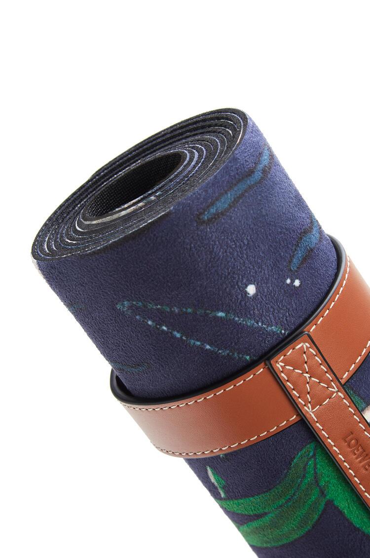 LOEWE Yoga mat in printed microfibre and calfskin Marine pdp_rd