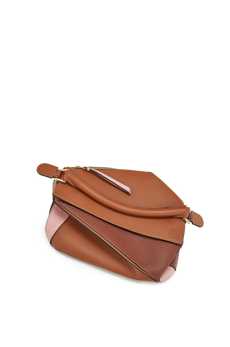 LOEWE Puzzle bag in classic calfskin Tan/Medium Pink pdp_rd