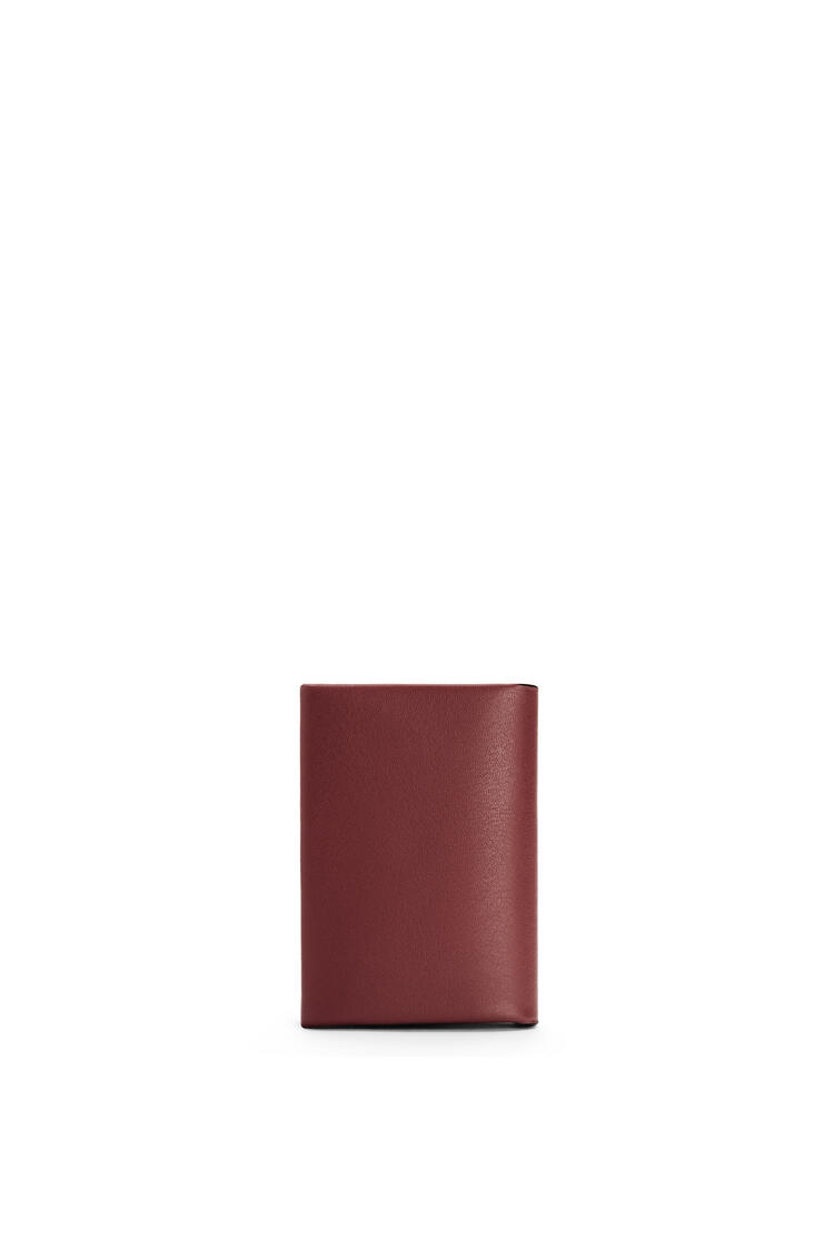 LOEWE Brand bifold card case in calfskin Berry/Light Oat pdp_rd