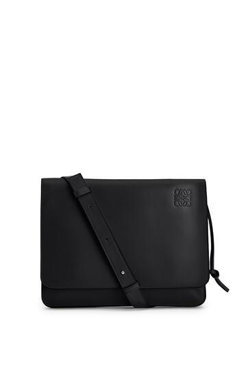 LOEWE Gusset Flat Messenger Bag In Smooth Calfskin Black pdp_rd