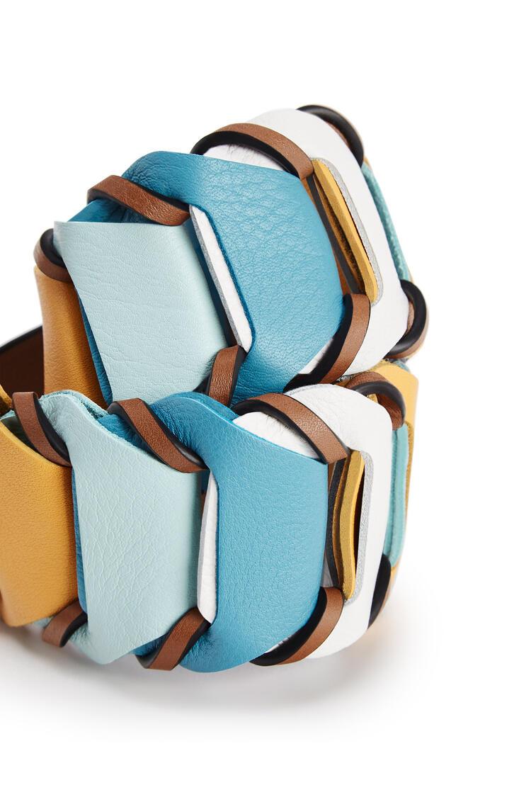 LOEWE Bandolera de círculos loop en piel de ternera clásica Blanco Suave/Azul Pavo Real Os pdp_rd